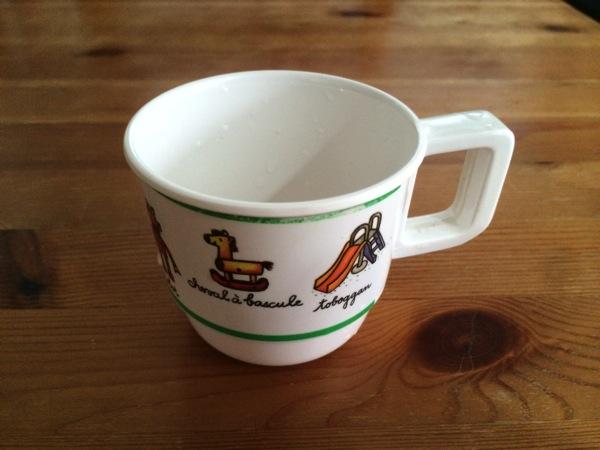 メラニン製のコップ