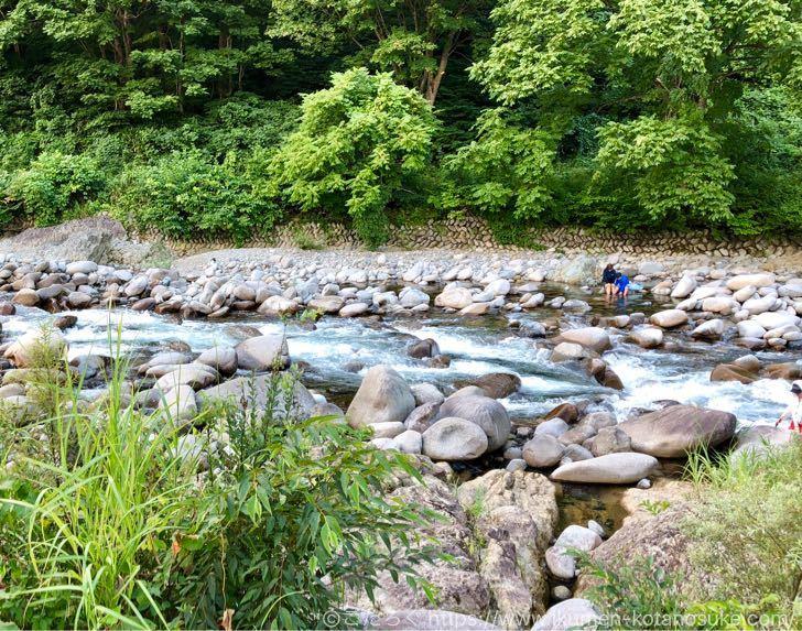 越後湯沢の鱒どまりで子供と川遊び!遊ぶときに用意しておく2つの必須アイテムはこれ!
